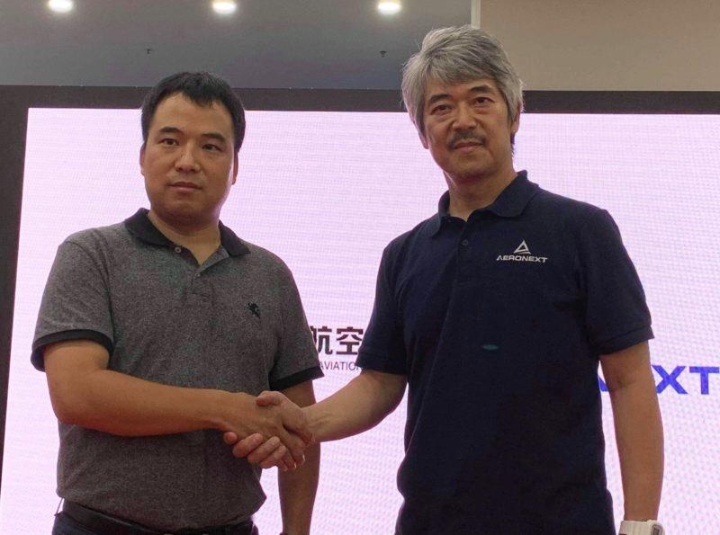 エアロネクスト代表取締役CEO 田路圭輔、MMC 董事長 卢致辉(写真向かって右より)