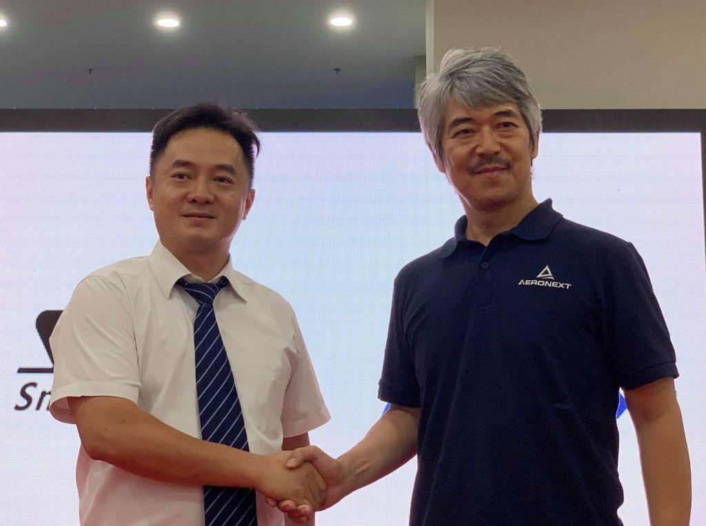 写真向かって右より、エアロネクスト代表取締役CEO 田路圭輔、深圳智航無人機有限公司 董事長  Edward Jin